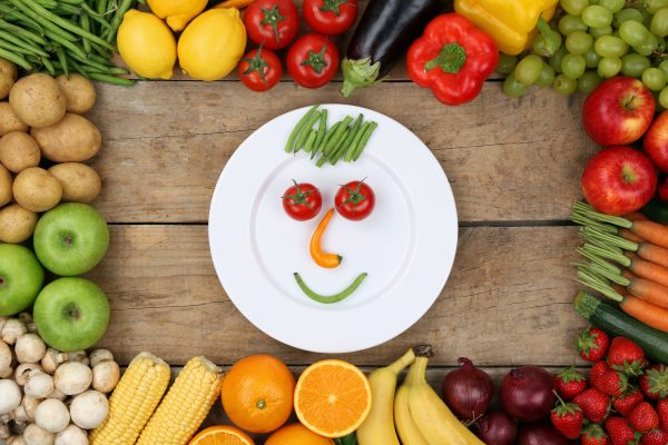 Tempting your kids to eat healthy with aSmiling face made from vegetables
